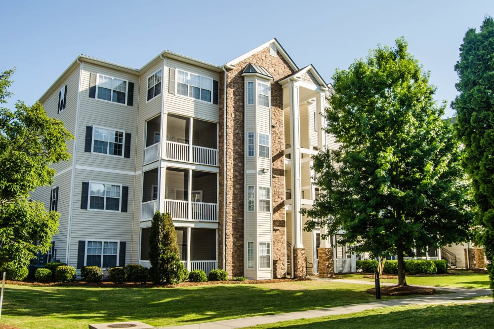 Exterior of Lullwater at Saluda Pointe's apartment building at Lullwater at Saluda Pointe in Lexington, South Carolina