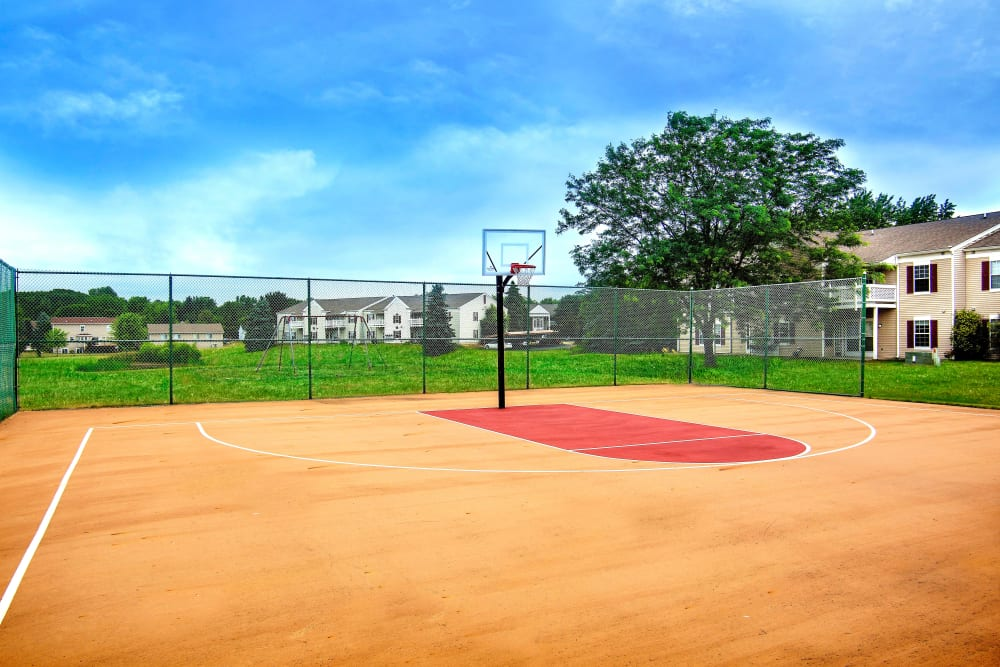 Resident basketball court available at 1820 South Apartments in Mount Pleasant, Michigan.