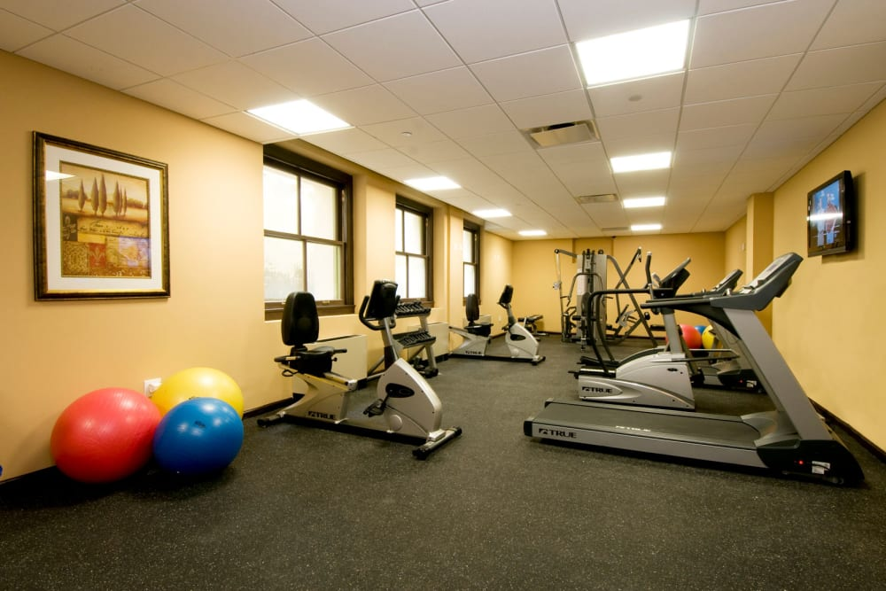 Park Lane at Sea View offers a fitness center in Staten Island, New York