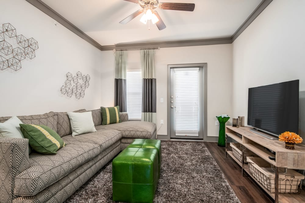 Living room with green pillows at Sorrel Phillips Creek Ranch in Frisco, Texas
