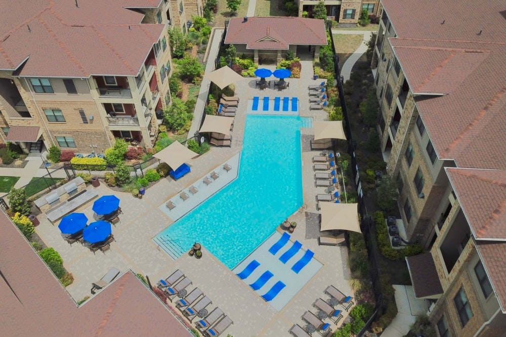 Aerial view of the pool at The Sovereign in Fort Worth, Texas