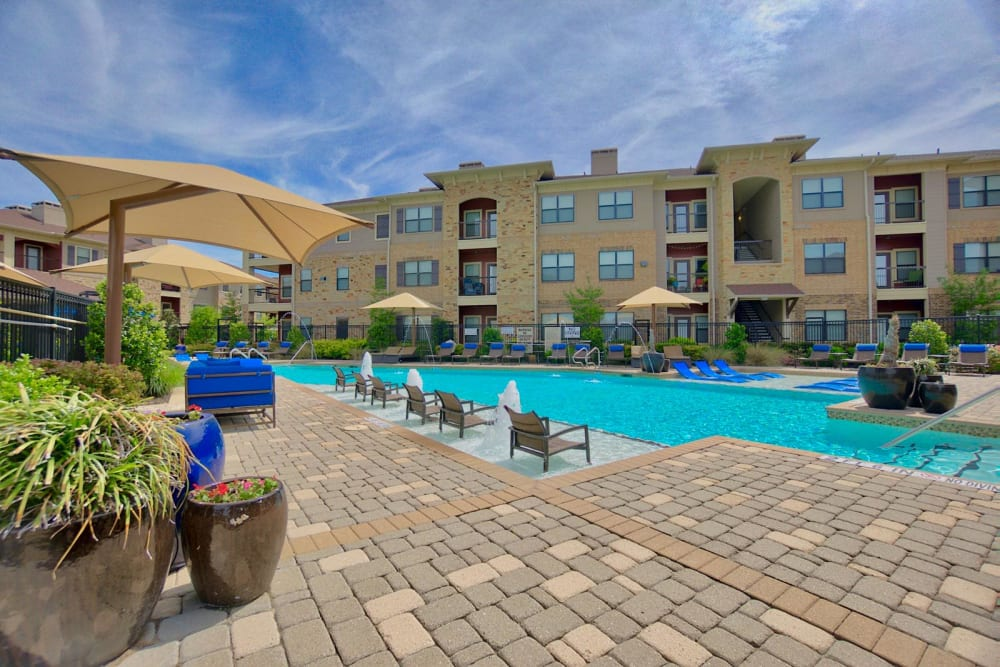 Sunny outdoor pool at The Sovereign in Fort Worth, Texas