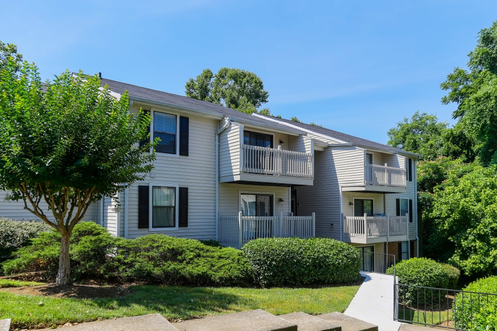 Exterior of Sheffield Heights Apartment Homes in Nashville, TN