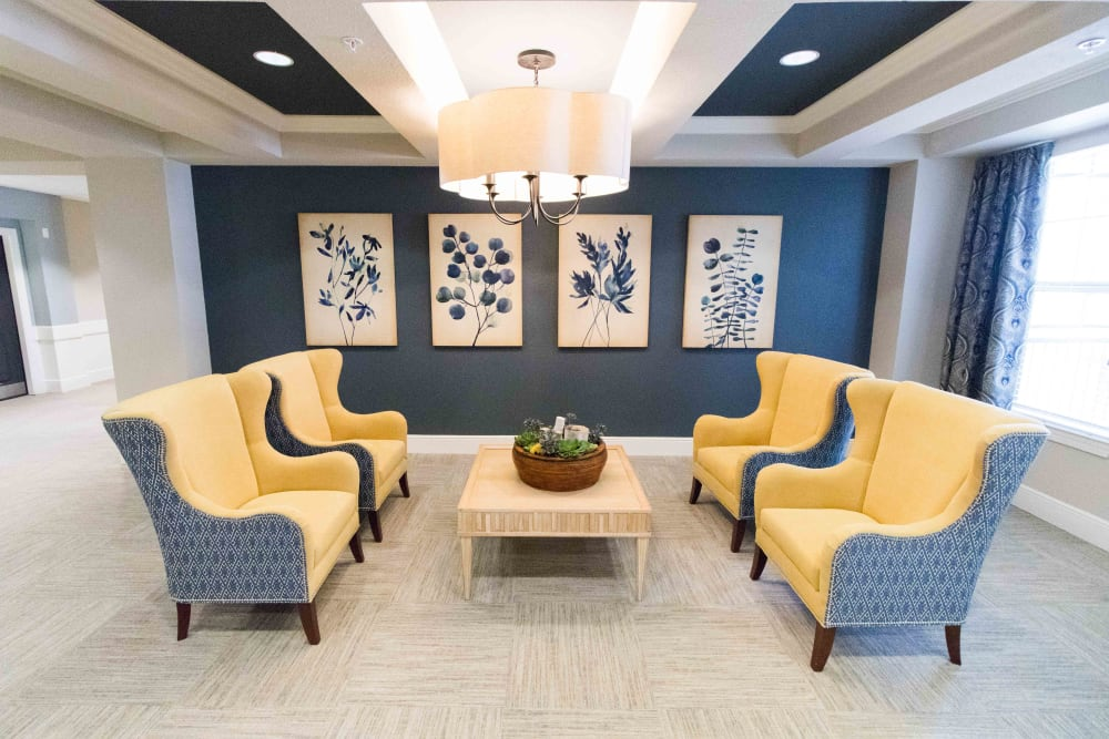 Relaxing seating area at Landing at Watermere Frisco in Frisco, Texas