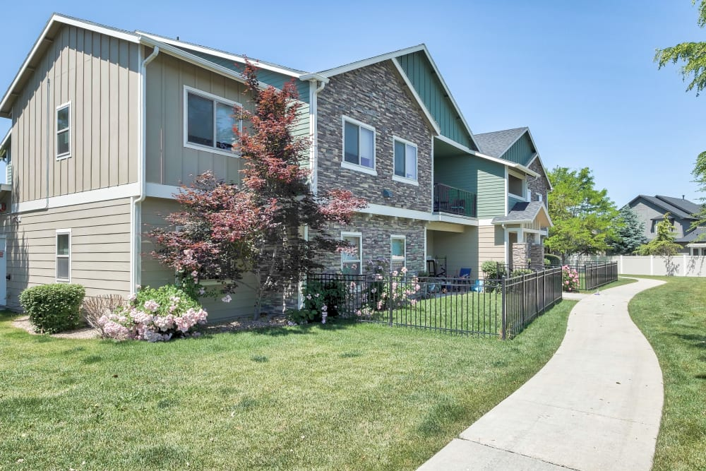 Exterior of Selway Apartments in Meridian, Idaho