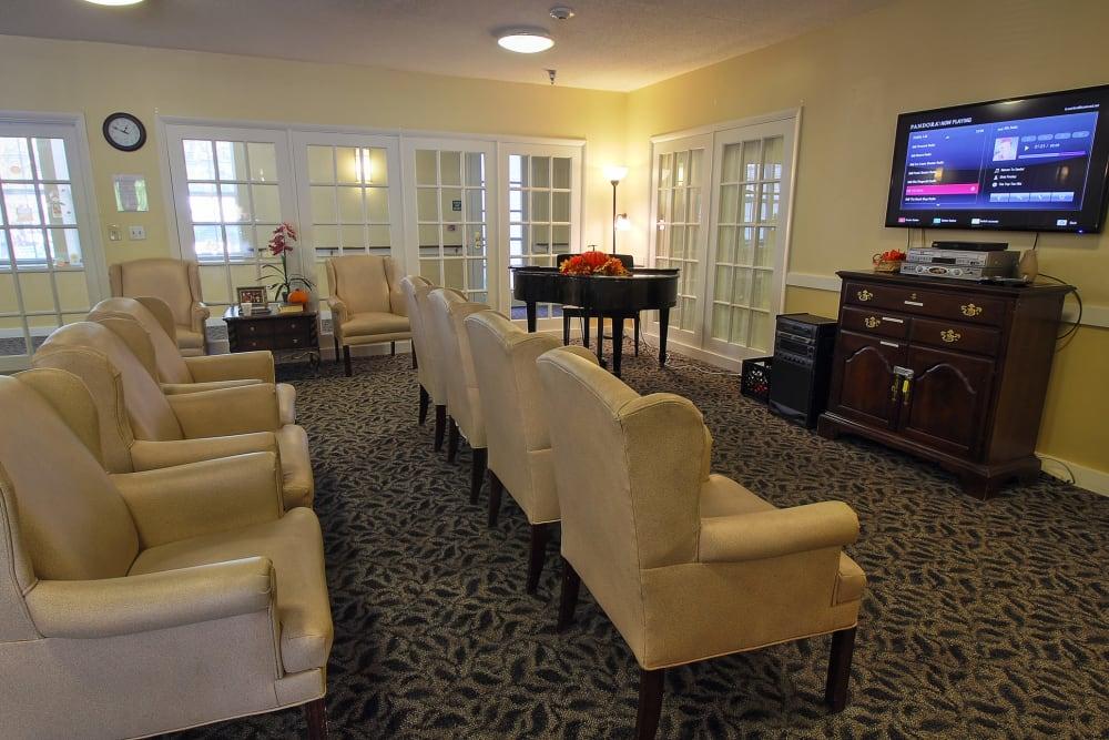 Tv room at The Groves at Oak Ridge in Oak Ridge, Tennessee