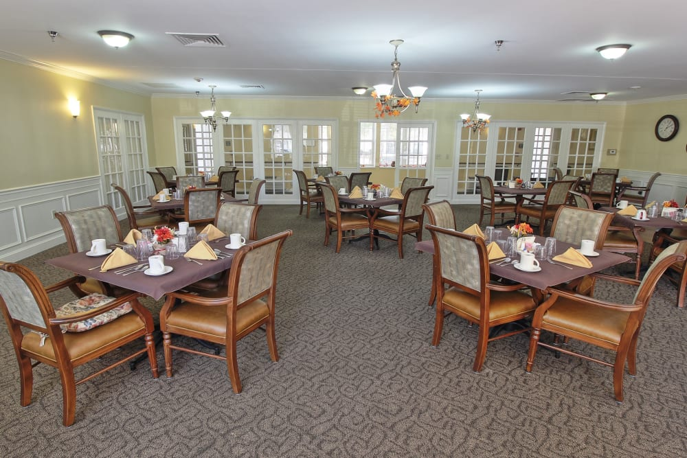 Dining room at The Groves at Oak Ridge in Oak Ridge, Tennessee