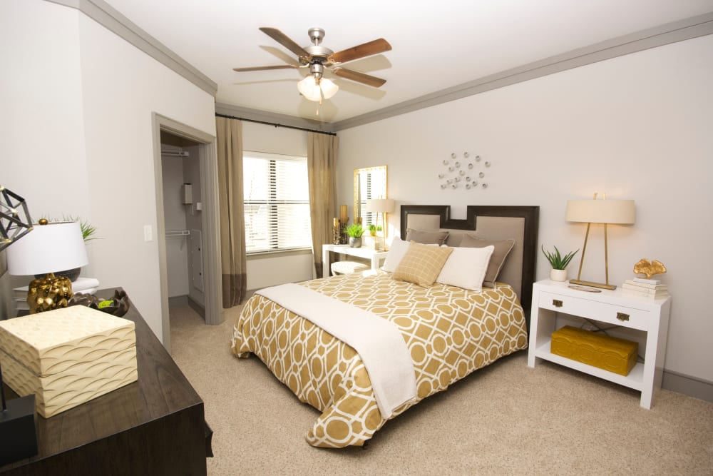 Large bedroom at The Sovereign in Fort Worth, Texas