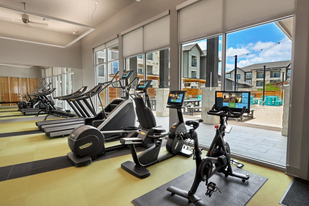 Alta Tech Ridge in Austin, Texas offers a fitness center with equipment