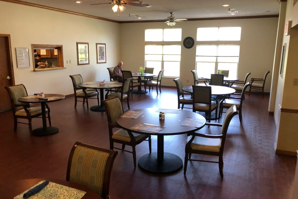 Spacious dining room at Creekside Village in Ponca City, Oklahoma.