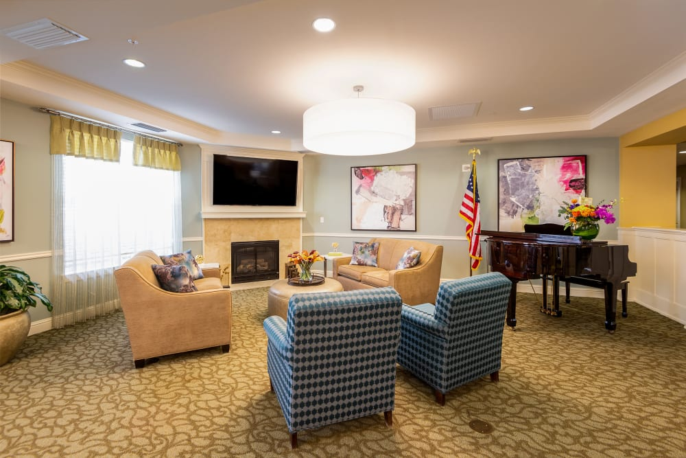 lounge with a tv at Prestonwood Court in Plano, Texas