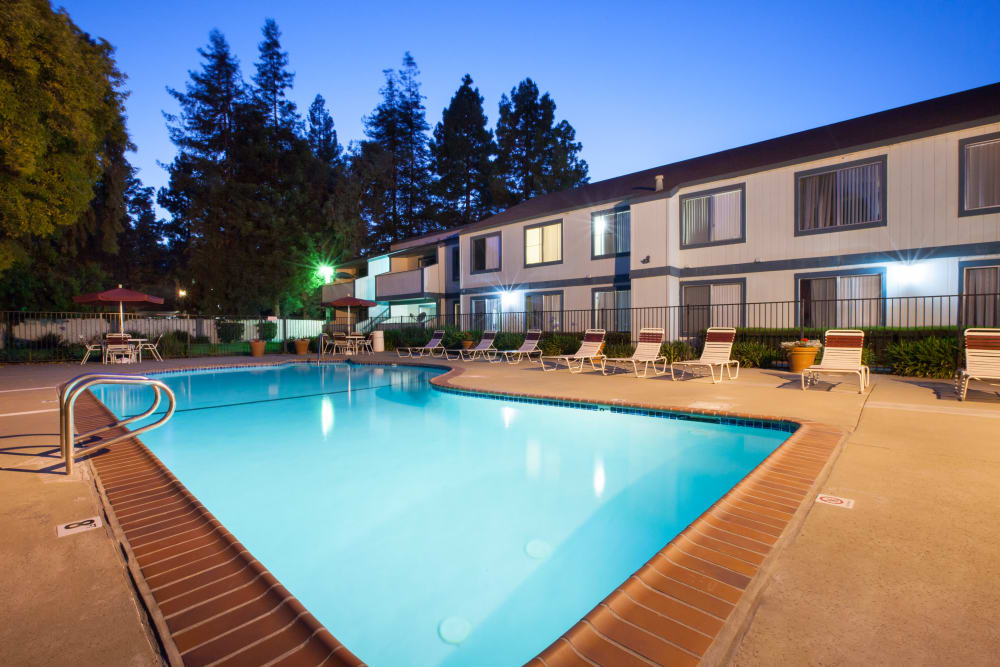 Community swimming pool at Oak Pointe Apartments in Fremont, California