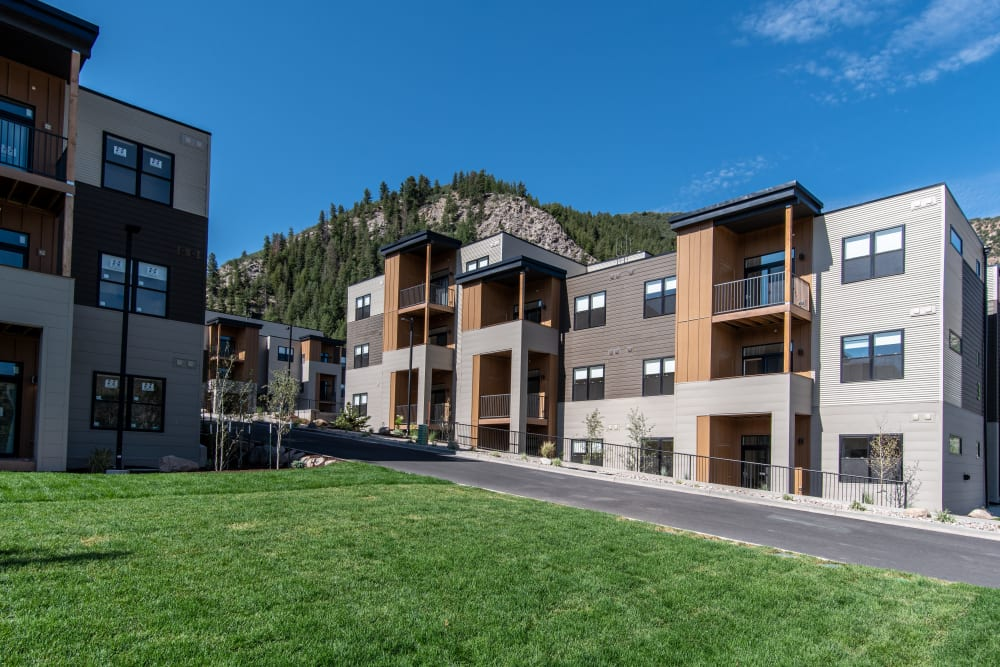 Exterior of 6 West Apartments in Edwards, CO