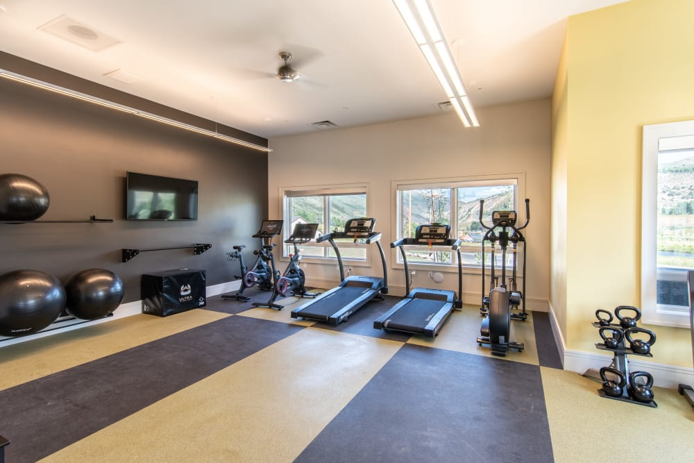 Enjoy Apartments with a Gym at 6 West Apartments