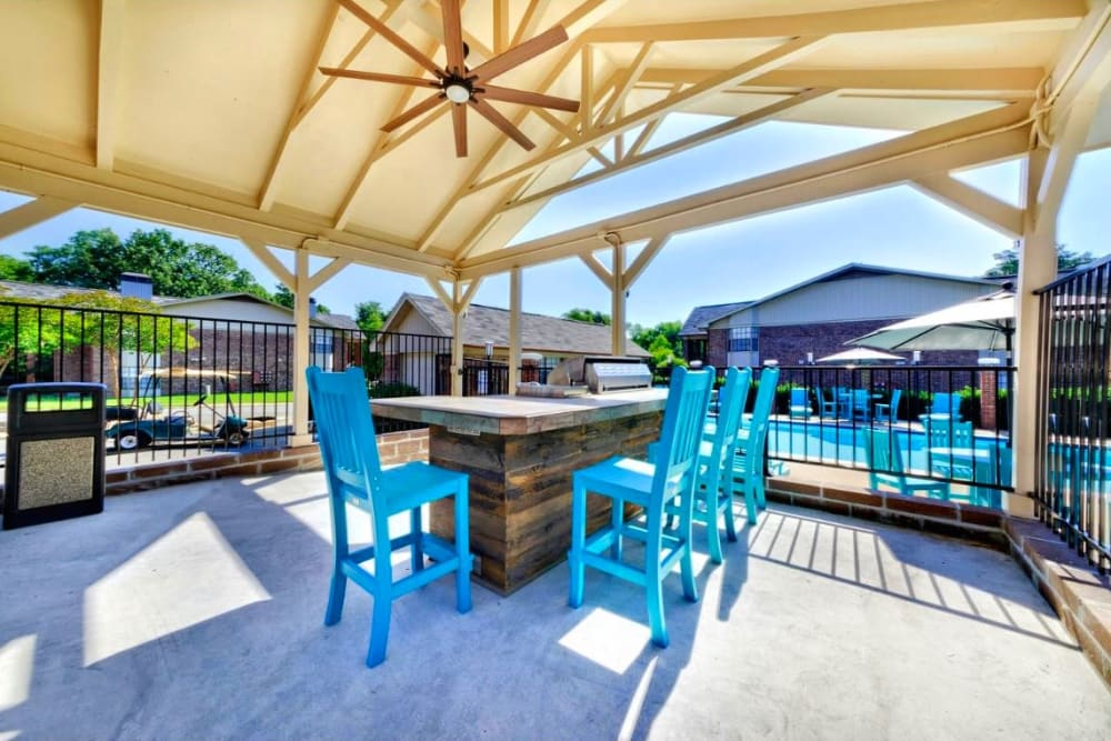 Pool patio and tables at The Waterford in Little Rock, Arkansas