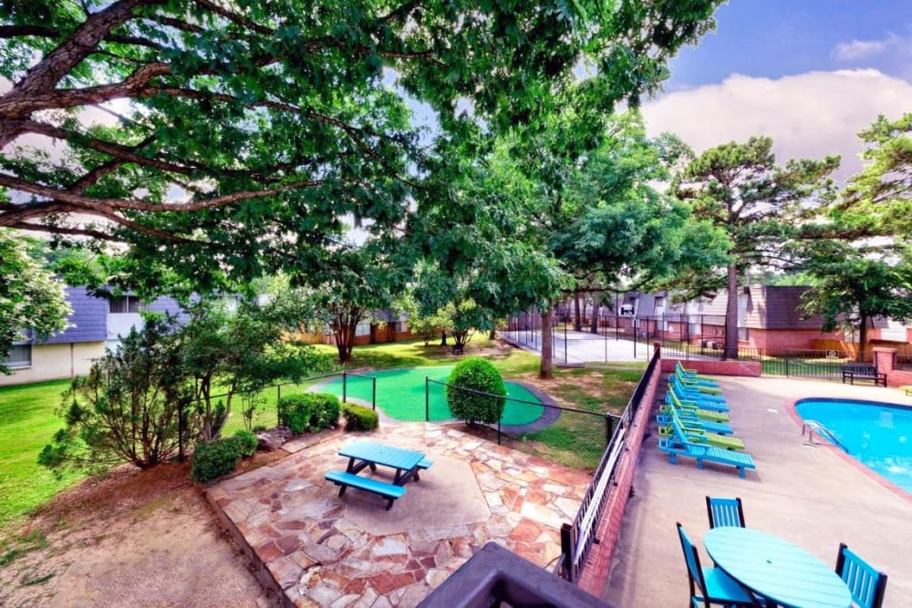 Outdoor area at The Waterford in Little Rock, Arkansas