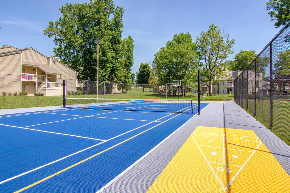 Tennis Court at Hunter's Chase Apartments in Midlothian, Virginia
