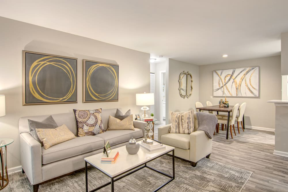Beautiful Living Room at Hunter's Chase Apartments in Midlothian, Virginia