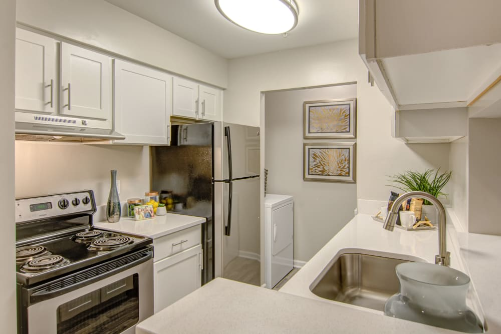 Kitchen at Hunter's Chase Apartments in Midlothian, Virginia