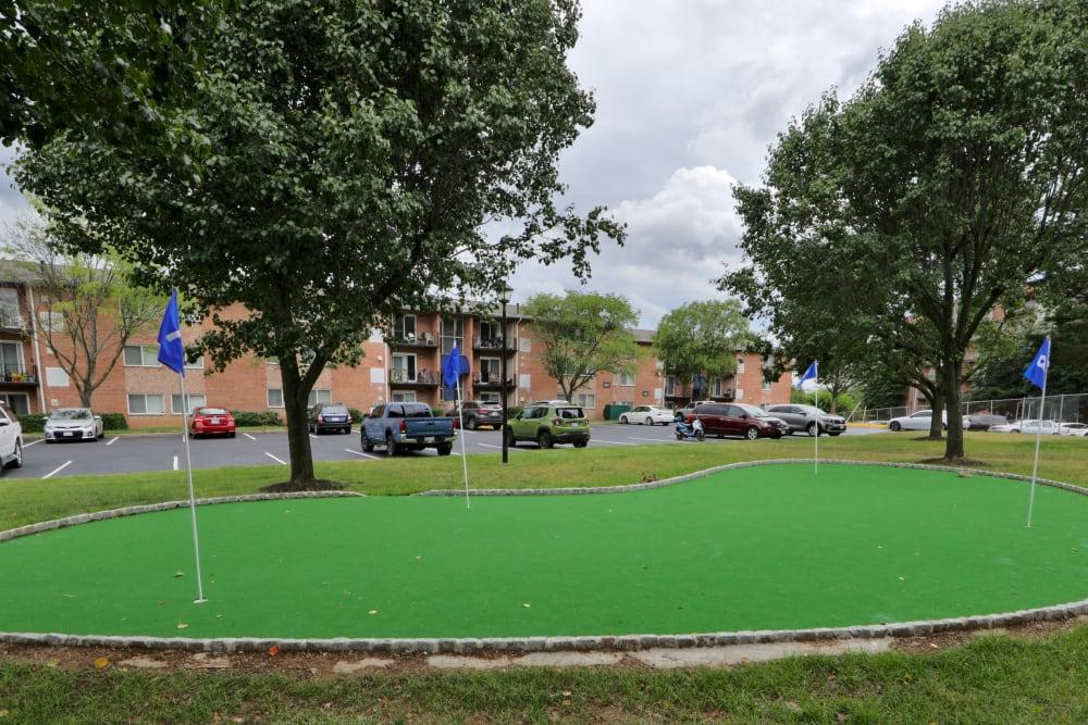 Putting Green at Bennington Crossings Apartment Homes in Alexandria, VA