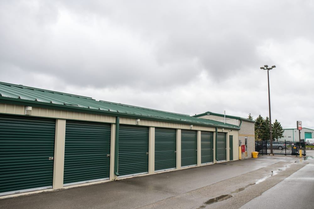 Apple Self Storage - Aurora in Aurora, Ontario, has a wide selection of storage units