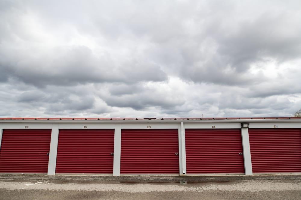 Apple Self Storage - East Gwillimbury in East Gwillimbury, Ontario, exterior self storage units