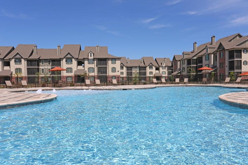 Resort-style swimming pool at Acadia Villas in Thibodaux, Louisiana