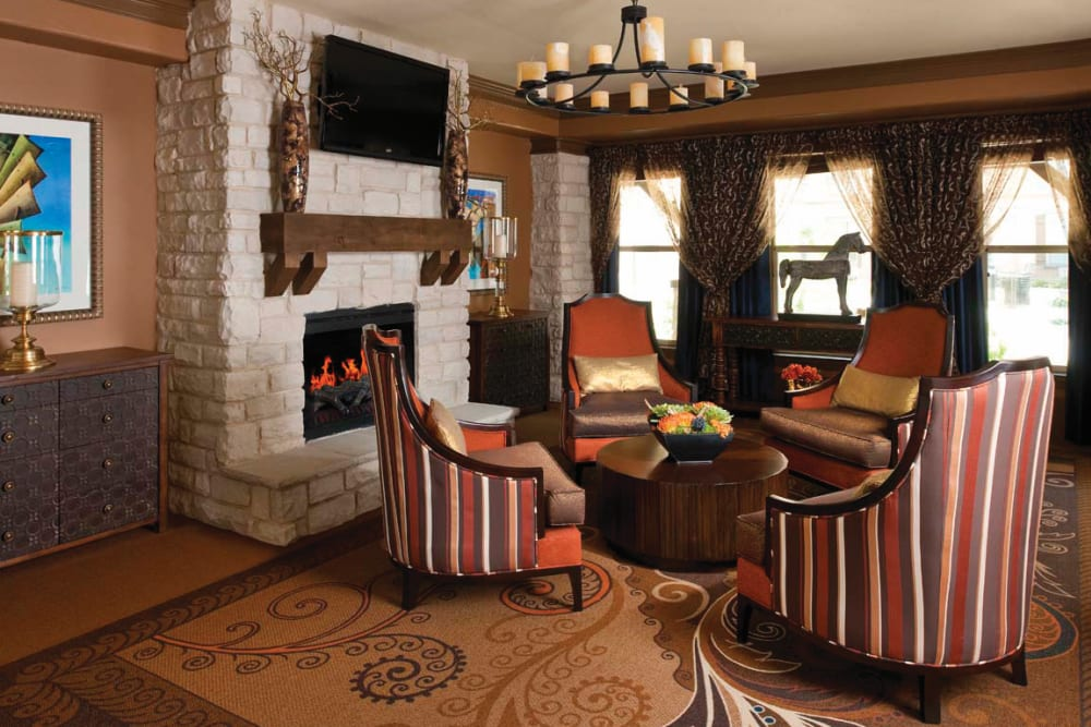 A sitting area with couches in front of a fire place at Isle at Cedar Ridge in Cedar Park, Texas