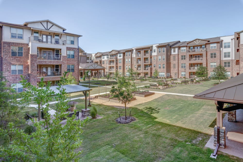 The garden and outdoor area at Watercrest at Katy in Katy, Texas