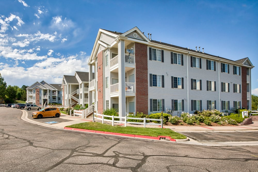 Exterior of Vistas at Stony Creek Apartments in Littleton, Colorado