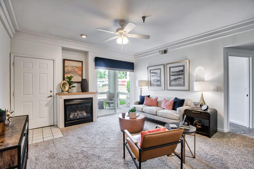 Spacious Living Room at Vistas at Stony Creek Apartments in Littleton, Colorado