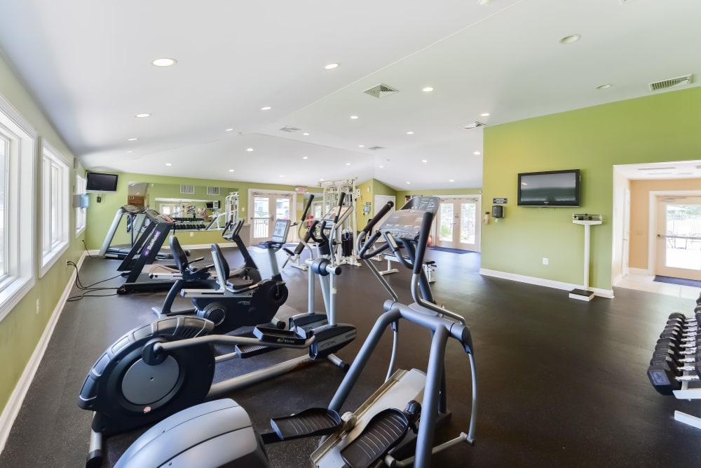 Enjoy Apartments with a Gym at Willowbrook Apartments
