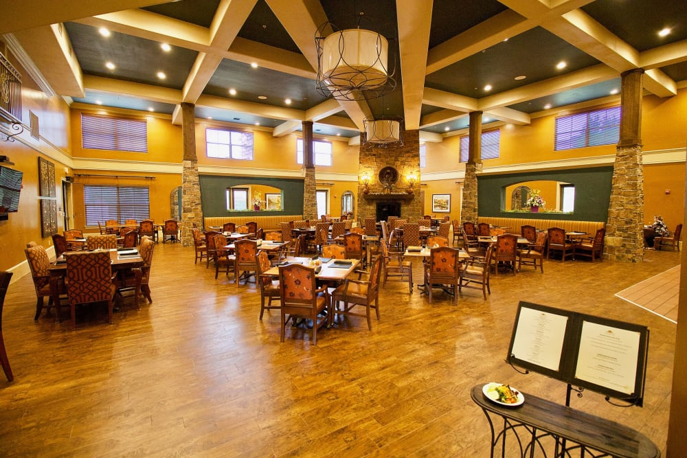 The dining room at Watercrest at Mansfield in Mansfield, Texas