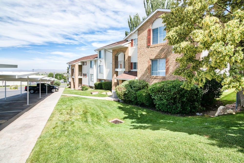 Exterior of Cherry Lane Apartment Homes in Bountiful, Utah