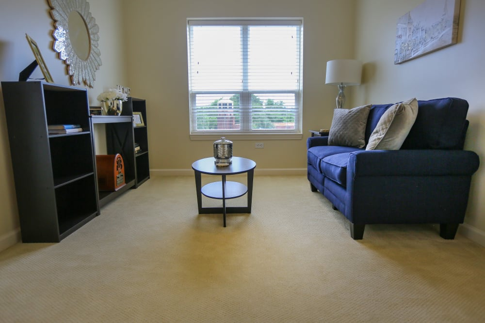 An apartment living room at Harmony at Spring Hill in Lorton, Virginia