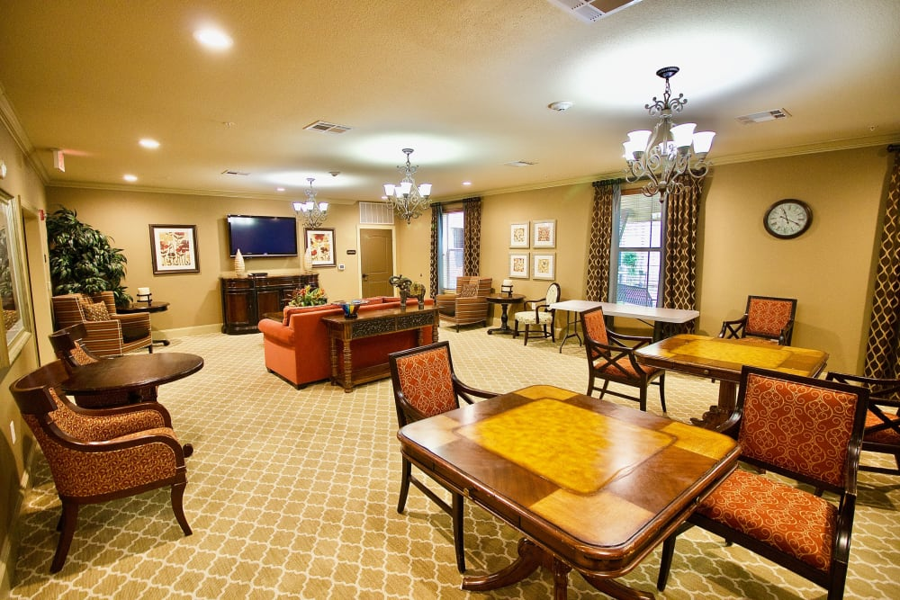 A large room for residents to hang out at Isle at Watercrest Mansfield in Mansfield, Texas