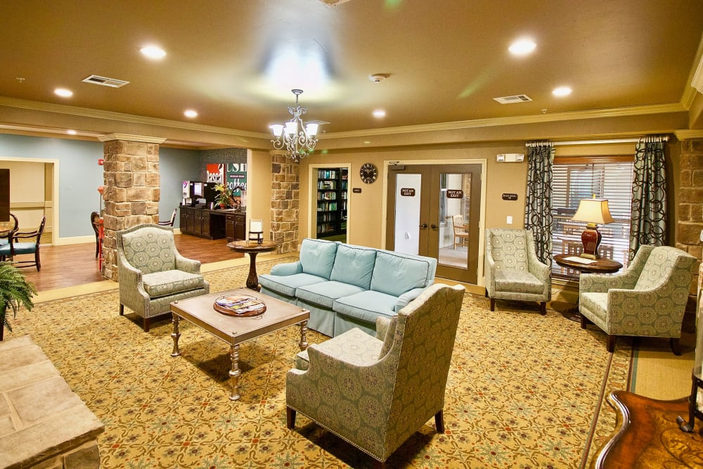 The lounge area at Isle at Watercrest Mansfield in Mansfield, Texas