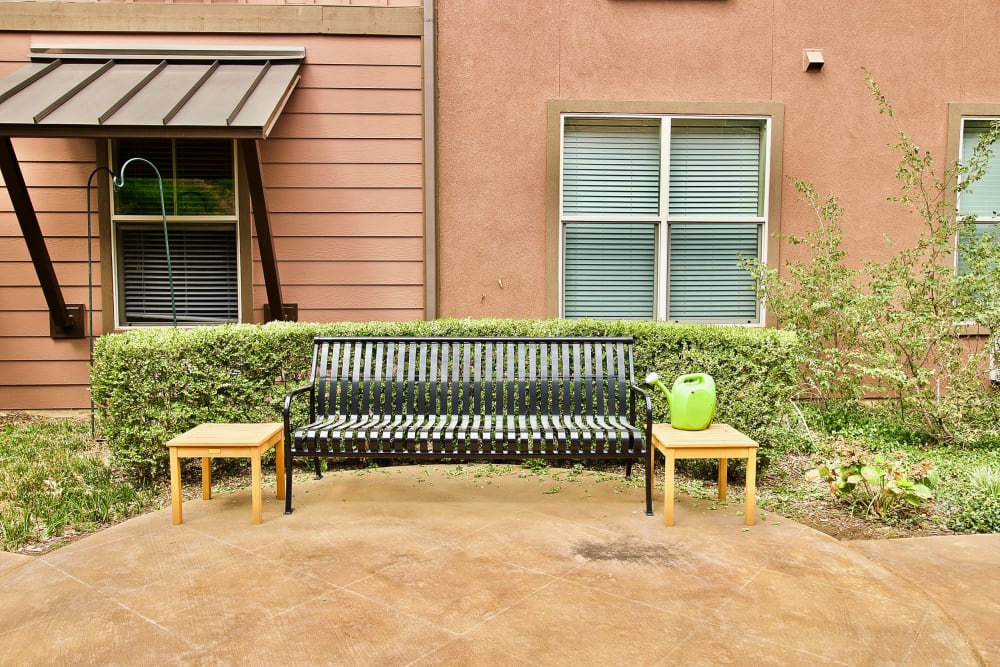 An outdoor seating area at Isle at Watercrest Mansfield in Mansfield, Texas