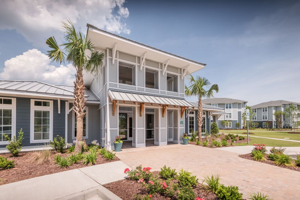Luxurious front entrance to The Veranda at Market Common in Myrtle Beach, South Carolina