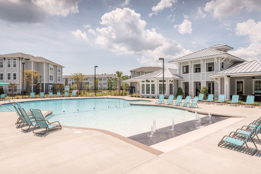Beach-style pool with easy entrance into the pool at The Veranda at Market Common in Myrtle Beach, South Carolina