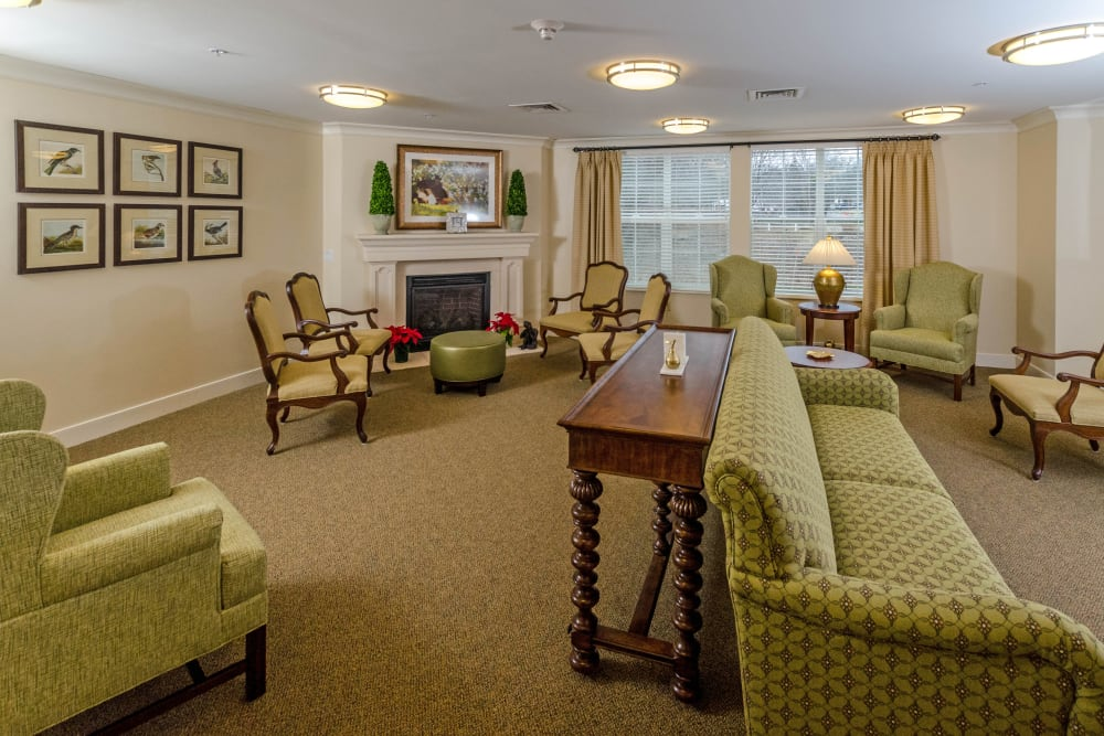 Community lounge at Artis Senior Living of Commack in Commack, New York