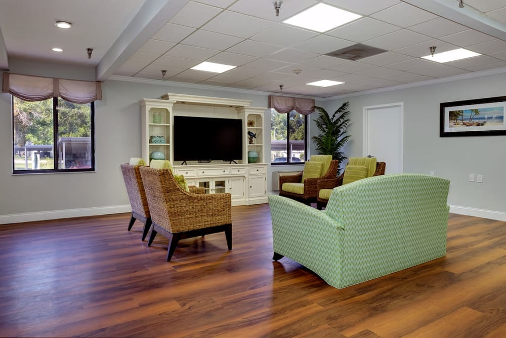 Common room with TV at Grand Villa of Clearwater in Florida
