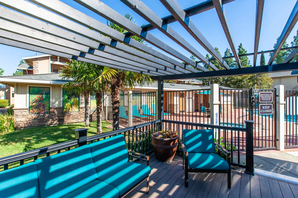 Relaxing Covered Community Deck Area with lounges at Sommerset Apartments in Vacaville