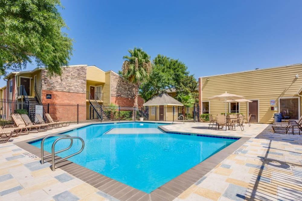 Swimming pool on a gorgeous day at The Establishment at 1800 in Missouri City, Texas