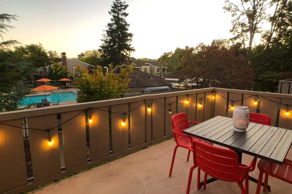Outdoor patio at Glenbrook Apartments in Cupertino, California
