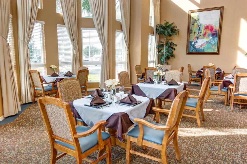 Large dining room at Brentwood at Fore Ranch in Ocala, Florida.