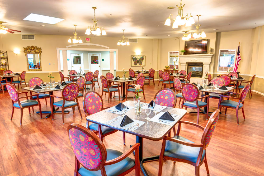 Brookstone Assisted Living Community dining room in Fayetteville, Arkansas.