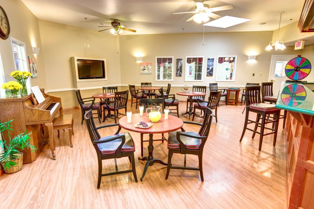 Dinning room with hardwood floors at Brookstone Assisted Living Community in Fayetteville, Arkansas