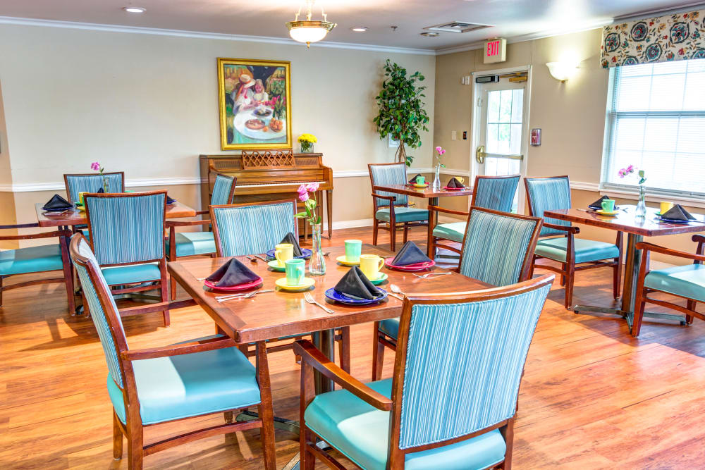 Dining room at Brookstone Assisted Living Community in Fayetteville, Arkansas