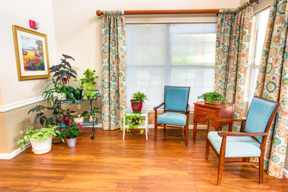Seating area at Brookstone Assisted Living Community in Fayetteville, Arkansas.